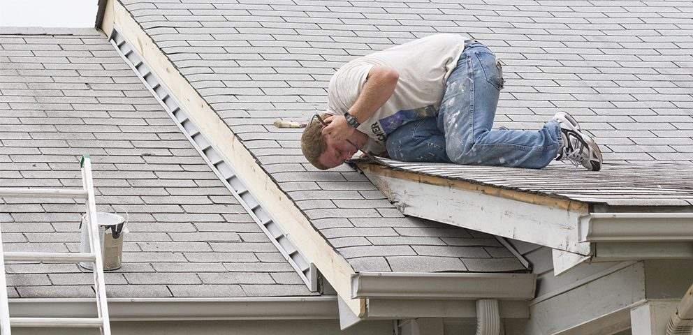 Early Signs that Your Roof is Leaking