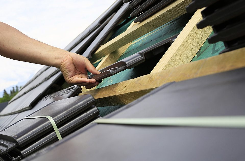 Why You Should Hire a Waterproofing Specialist for Your Roof Waterproofing